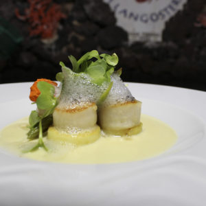 Scallops and asparagus with beurre blanc sauce